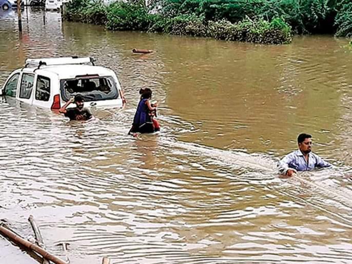 Traffic police will not issue the challan of vehicles till august 15th of vadodara | महापूर: बडोद्यात चलन फाडणार नाहीत वाहतूक पोलीस