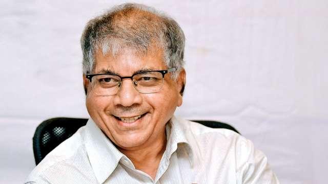 Now reveal who is the Chief Minister of the state - Ambedkar | राज्याचे मुख्यमंत्री कोण, याचाच आता खुलासा करा - आंबेडकर