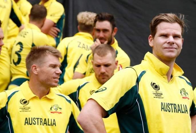 ICC World Cup 2019: fans flirt with Steven Smith and David Warner   आयसीसी वर्ल्डकप 2019 : स्मिथ-वॉर्नर धोकेबाज, चाहत्यांनी उडवली हुर्यो...