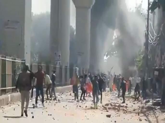 CAA Protest Delhi Police Head Constable Dies as Violence Continues in Jaffrabad | CAA Protest : सीएए विरोधी आंदोलनाला हिंसक वळण, 37 पोलीस गंभीर जखमी
