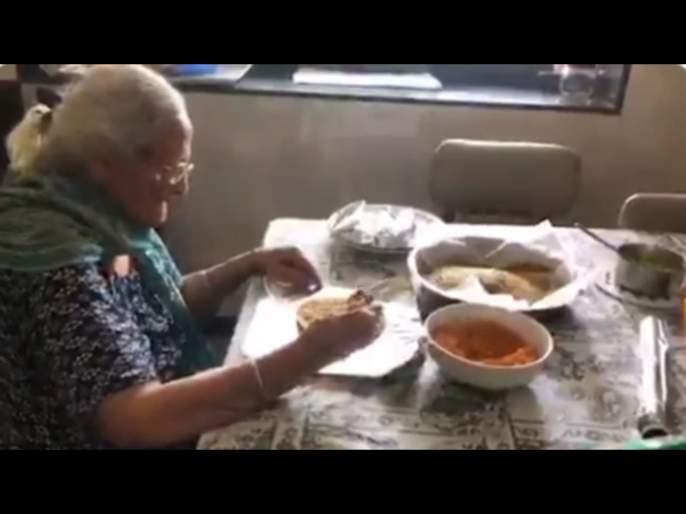 Heartwarming video, 99-year-old woman prepares food packets for migrants in Mumbai svg | हृदयस्पर्शी; मुंबईतील 99 वर्षीय आजीबाई मजुरांसाठी बांधतायेत शिदोरी; पाहा Video