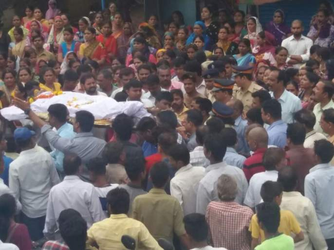 Ulhasnagar, corona infection of 19 people who went to the funeral vrd | CoronaVirus: स्मशानात मृतदेहाला पाणी पाजणं पडलं महागात; अंत्यविधीला गेलेल्या १९ जणांना कोरोनाचा संसर्ग