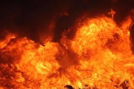 A firefighting woman's house in Dhaba | धाबे येथे निराधार महिलेच्या घराला आग