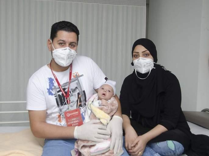 The baby from Iraq has been discharged from Kolilaben Hospital in Mumbai   मुंबईत उपचार घेण्यासाठी इराकमधील 'ब्ल्यू बेबी'ने दोन देशांतील अंतर अन् कोरोनाचे आव्हान केले पार