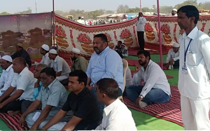 Akash Fundkar made prayer with Muslim brothers | आकाश फुंडकर यांनी केली मुस्लीम बांधवांसोबत 'बडी दुवा'