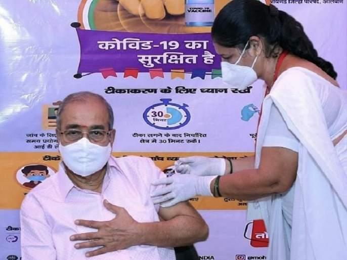 Corona Vaccine: Dr. Appasaheb Dharmadhikari takes dose of COVID-19 vaccine   Corona Vaccine : ज्येष्ठ निरुपणकार पद्मश्री डॉ. आप्पासाहेब धर्माधिकारी यांनी घेतली कोरोनाचीलस