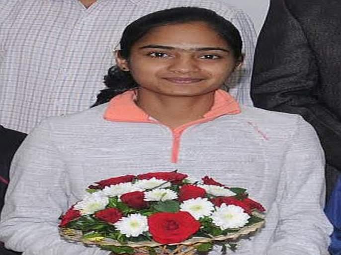 'Don't have to worry about the floor': Aarti Patil, Thane Marathon winner | 'राह पर दौडना हैं, मंजिल का सोचा नही': ठाणे मॅरेथॉन विजेती आरती पाटील