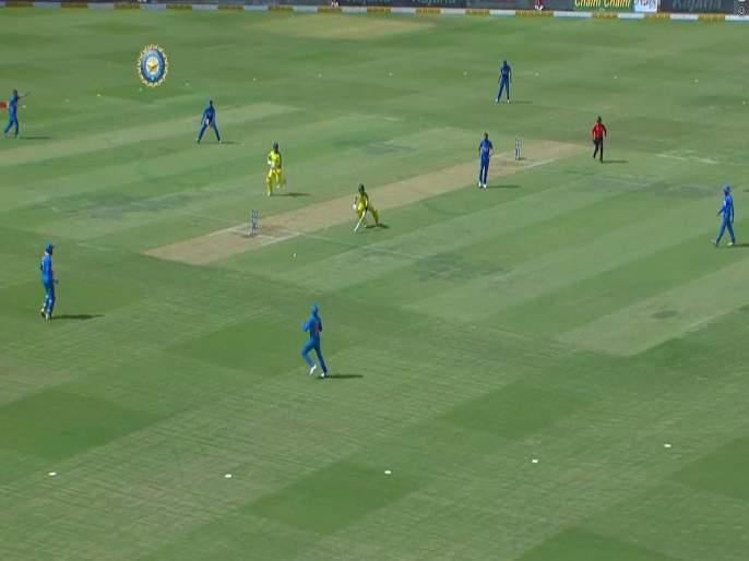 India vs Australia, 3rd ODI: Steve Smith has run out his captain, Aaron Finch is not happy | India vs Australia, 3rd ODI: स्टीव्ह स्मिथनं कर्णधार फिंचला केलं बाद; पाहा नेमकं काय घडलं