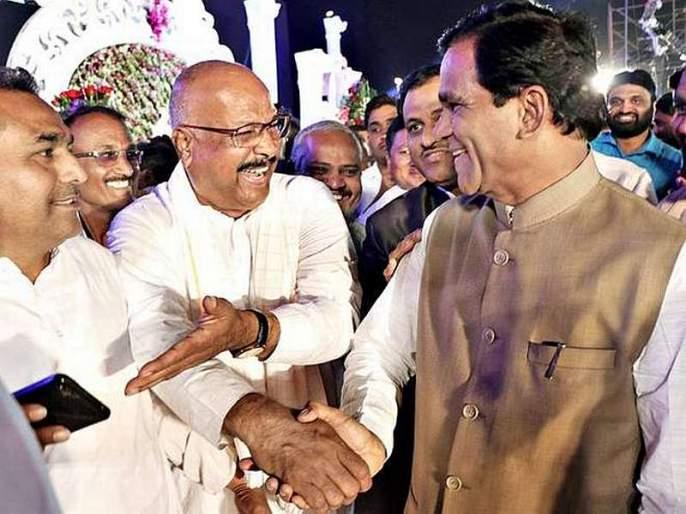 Congress leader Abdul Sattar soon to be Shiv Sena? Thousands of discussion with Uddhav Thackeray   काँग्रेस आमदार अब्दुल सत्तार लवकरच शिवसेनेत ? उद्धव ठाकरेंशी अर्धा तास चर्चा