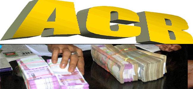 Three officers demanding a bribe of Rs 15,000 have been booked | १५ हजारांची लाच मागणाऱ्या तीन अधिकाऱ्यांवर गुन्हा दाखल