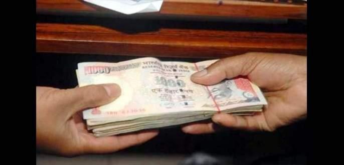 The three were arrested for taking bribe at Shirur Kasar   शिरूर कासार येथे लाच घेताना तिघांना पकडले