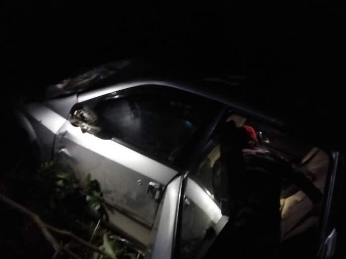 one death Jeep fall down vally at Lonavla; Three injured   लोणावळायेथीलएस पॉईटच्या दरीत जीप पडून १ जण ठार; तीन जखमी