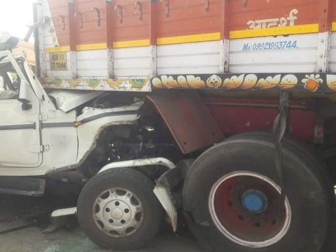 Beed : Seven Death in Road accident | ट्रक आणि बोलेरोमध्ये भीषण अपघात, सात जणांचा जागीच मृत्यू