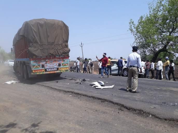 Truck hits two-wheeler; One killed   ट्रकची दुचाकीस धडक; एक ठार