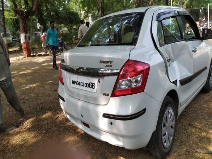 Accident, damage to car in Jalgaon | जळगावातील बहिणाबाई उद्यान चौकात अपघात, कारचे नुकसान