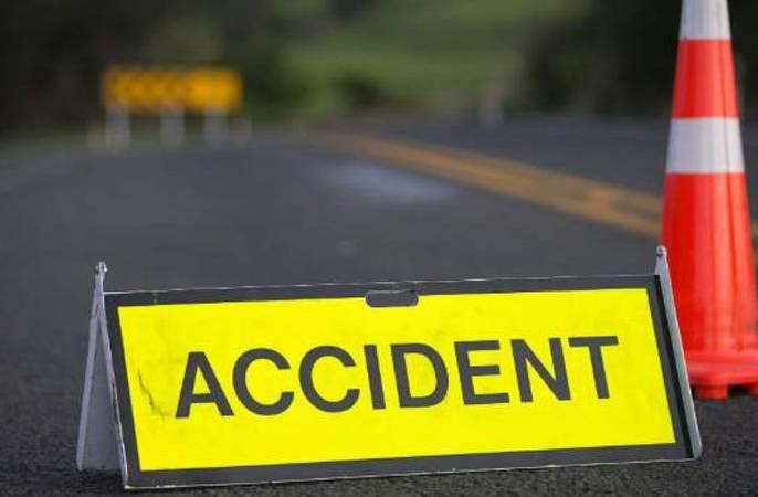 Four women injured in road accident | चारचाकी अपघातात १३ महिला जखमी