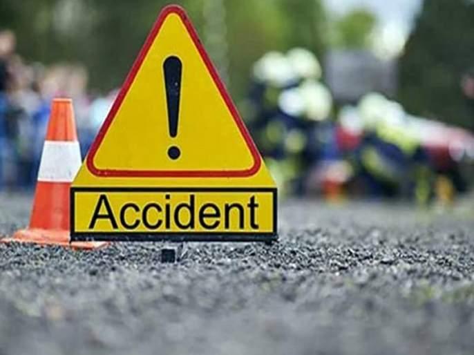 Police vehicle collides in Gharkindi Ghat; Two policemen were injured, including a police inspector   गारखिंडी घाटात पोलिसांचे वाहन दरीत कोसळले; पोलीस निरीक्षकांसह दोन पोलीस जखमी