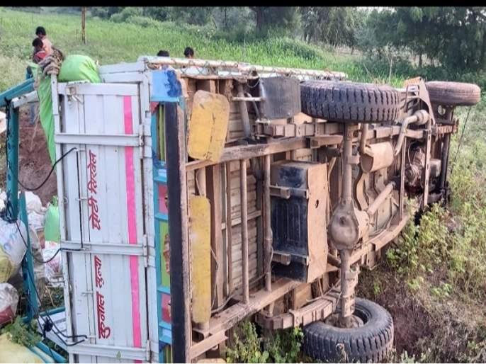 The driver's nap turns into worst accident of workers jeep; The death of one | चालकाला डुलकी लागल्याने मजुरांची जीप उलटली; एकाचा मृत्यू