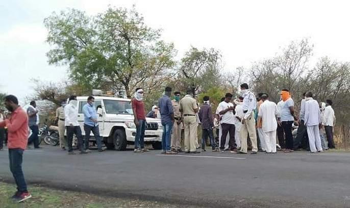 Unidentified vehicle hits two-wheeler: one killed; one serious | अज्ञात वाहनाची दुचाकीस धडक : एक ठार; एक गंभीर