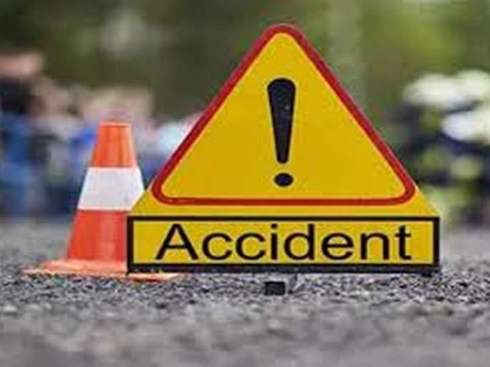 Car bike accident; youth killed in Akola   कारची दुचाकीला धडक; युवक ठार