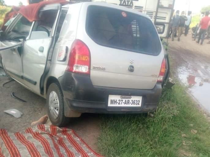 Four killed in container-car collision on national highway | राष्ट्रीय महामार्गावर कंटेनर-कारच्या धडकेत अकोल्यातील चौघे ठार