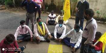 Tribals protest against tribal division | आदिवासींनी केला आदिवासी विभागाचा निषेध