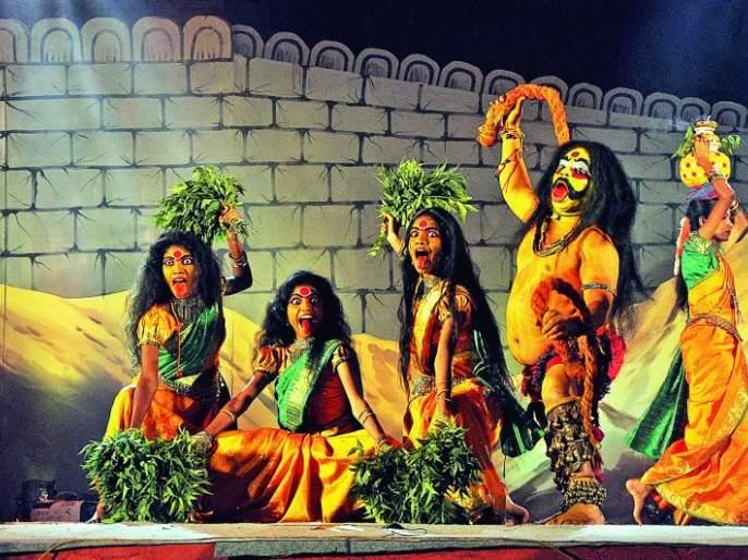 Nagpur plays in tribal art and folk music | आदिवासी कला आणि लोकसंगीतात रंगले नागपूर