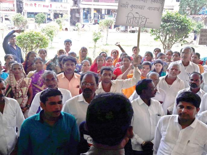 Front of Panchayat Samiti due to depletion of water works   पाणीयोजनेचे काम निकृष्ट झाल्याने पंचायत समितीवर मोर्चा