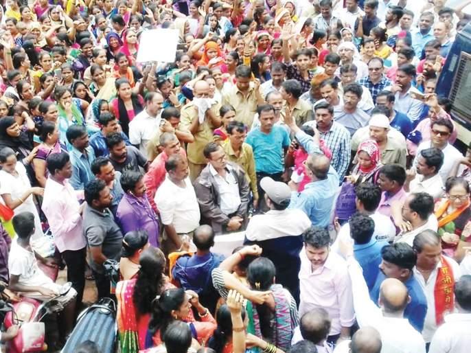 Parents' Front against illegal fees; Ambernath Type | बेकायदा फीविरोधात पालकांचा मोर्चा; अंबरनाथमधील प्रकार