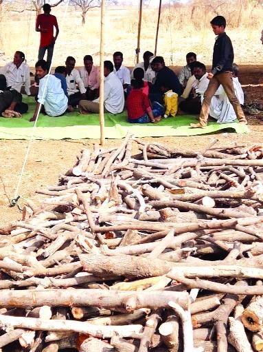 Kajalkajwadi made a plan to water it | कामजळकेवाडीकरांनी पाण्यासाठी रचली चिता