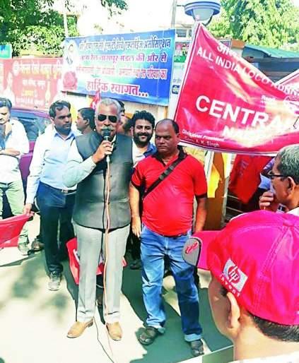 Railway guards protest against privatization in Nagpur | खाजगीकरणाच्या विरोधात रेल्वे गार्डचे नागपुरात आंदोलन