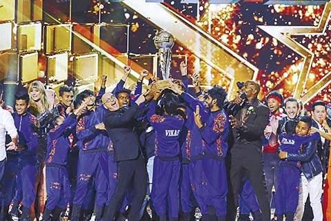 meet group V -unbeatable - who won the show America's got Talent. | भाईंदर-वसईची ही पोरं, वस्तीत राहणार्या पोरांनी कसा जिंकला अमेरिकेतला डान्स शो?