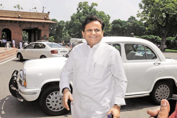 Maharashtra Election, Maharashtra Government: Congress Leader will meet Sharad Pawar in Mumbai   Maharashtra Government: सत्तास्थापनेचा तिढा सुटण्याची शक्यता; काँग्रेसचे 'चाणक्य' पवारांच्या भेटीला
