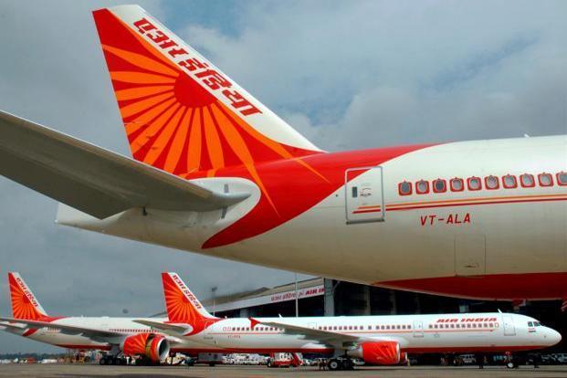 The number of domestic air passengers increased by three per cent over last year | देशांतर्गत हवाई प्रवाशांच्या संख्येत गतवर्षीच्या तुलनेत तीन टक्क्यांची वाढ