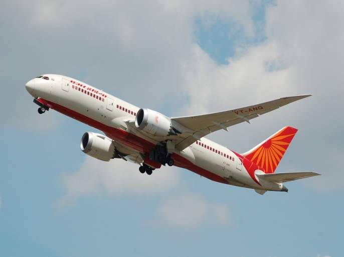 late flight take off on time; 30 passengers missed flight at Auranagabad | उशिरा होणारे उड्डाण वेळेवर झाल्याने ३० प्रवाशांचे विमान हुकले
