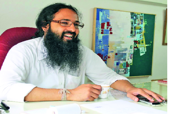 Indian Artist | भारतीय कलाविष्काराने नटलेली कलाब्धी । -- अजेय दळवी