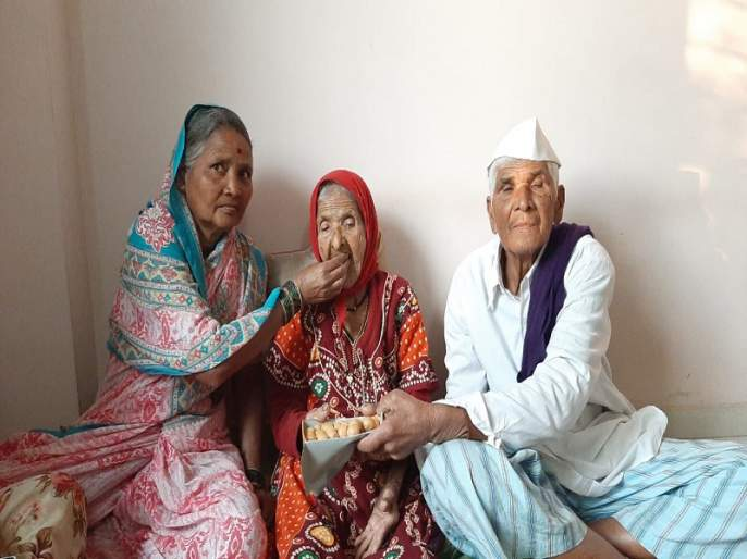 Jallosh in Chandanapur, the hometown of Ajinkya Rahane | अजिंक्य रहाणे यांच्या मूळगावी चंदनापुरीतभारताच्या विजयाच्या जल्लोष