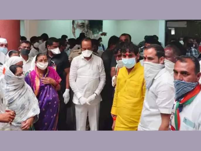 Ahmednagar News: 5 Shiv Sena corporators joins NCP in presence of Ajit Pawar | शिवसेनेला राष्ट्रवादीचा 'दे धक्का'; निवडणुकीच्या तोंडावरच पारनेरमध्ये पाच नगरसेवक फोडले!