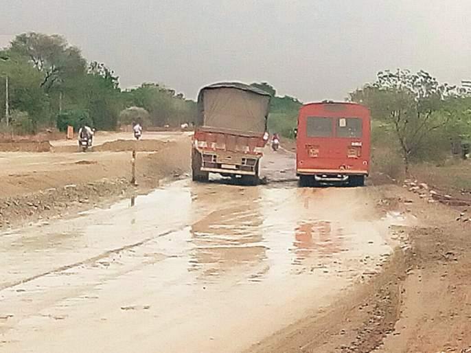 Ajantha road kill the people and the government's work like Tughlak | अजिंठ्याच्या रस्त्याचा जनतेला मार अन् सरकारचा तुघलकी कारभार