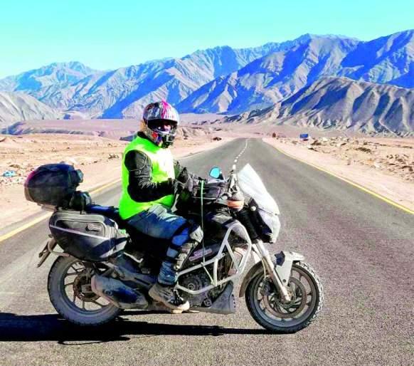 Akash covered 3,313 km in 11 days | आकाशने ११ दिवसात कापले ३,३१३ किमी अंतर :शिंखुला ते फुटाळा