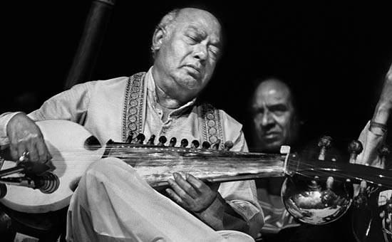Chandranandan.. When the melody of a new raga comes into shape ..   पौर्णिमेच्या अफाट चांदण्यातला चंद्रनंदन