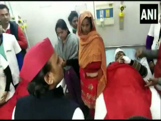 former cm akhilesh yadav angry on doctar says tum bahar bhaag jao | Video - अखिलेश यादव डॉक्टरांना म्हणाले, 'तुम्ही खूप लहान कर्मचारी आहात, येथून बाहेर जा'