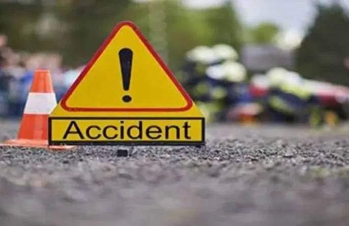 Akola: An old women was crushed by a truck at Railway Station Chowk   अकोला : रेल्वे स्टेशन चौकात ट्रकने वृद्धेस चिरडले
