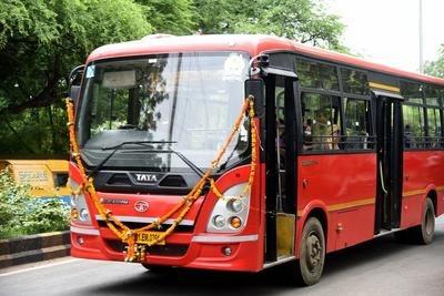 15 buses of Akola city bus service seized by authority | अकोला शहर बससेवेच्या १५ बस जप्त