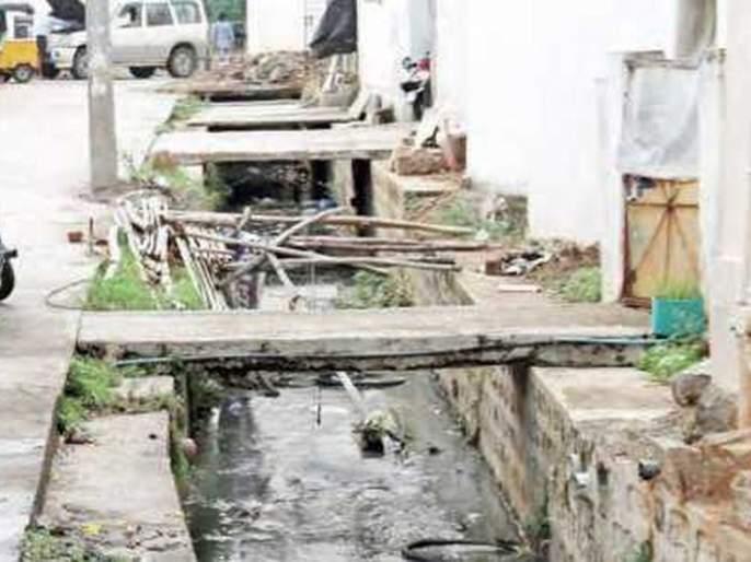 Nala cleaning work to be done by women cleaners! | महिला सफाई कर्मचाऱ्यांना करावी लागतील नाला सफाईची कामे