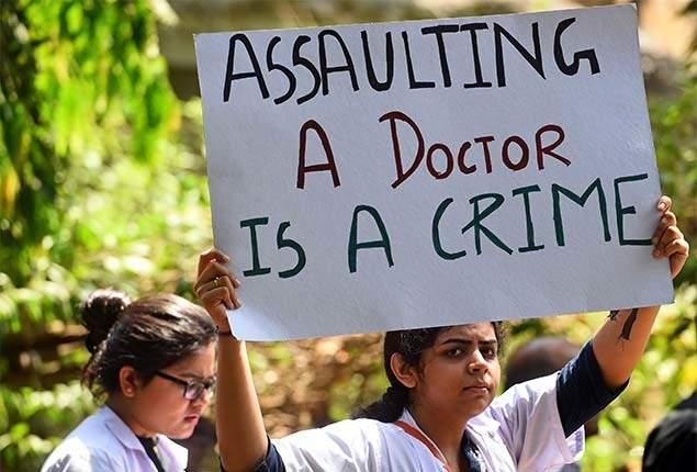 All the clinics closed for tomorrow's protest against attack on doctor | डॉक्टरांवरील हल्ल्याच्या निषेधार्थ उद्या सर्वच दवाखाने बंद