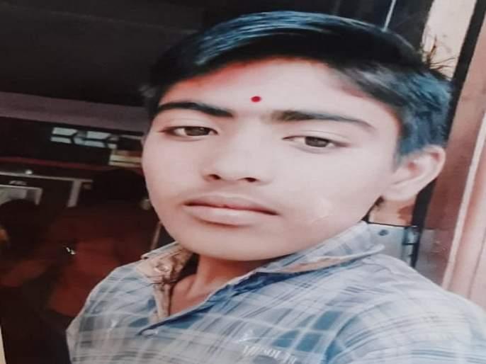 A tenth student kidnapped in Ambajogai | अंबाजोगाईत दहावीच्या विद्यार्थ्याच्या अपहरणाने खळबळ
