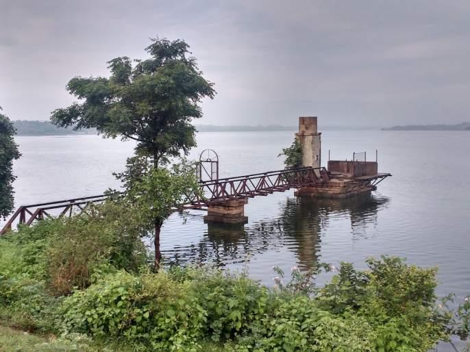 Metro Rail is dangerous to Ambazari Lake   मेट्रो रेल्वे अंबाझरी तलावासाठी धोकादायक