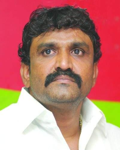 Notorious accused Santosh Ambkar grabbed billions of plots on gunshot   कुख्यात आरोपी संतोष आंबेकरने बंदुकीच्या धाकावर कोट्यवधींचा प्लॉट हडपला