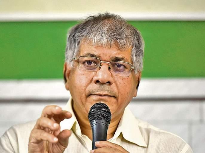 Government's quest to cover religious strife to cover financial failure; Prakash Ambedkar | आर्थिक अपयश झाकण्यासाठी धार्मिक झगडे लावण्याचा सरकारचा डाव: प्रकाश आंबेडकर